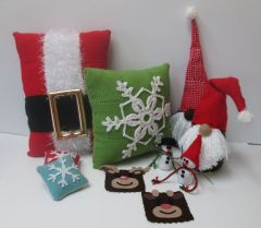 thumbnail_Christmas-Pin-Loom-Group1.jpg